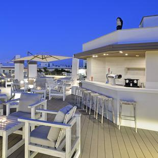 ADULTS-ONLY BAR/TERRACE WITH PANORAMIC VIEWS Alua Hawaii Mallorca & Suites Hotel Palmanova, Mallorca