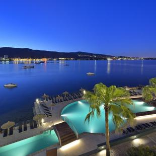 TERRACE WITH PANORAMIC VIEWS Alua Hawaii Mallorca & Suites Hotel Palmanova, Mallorca